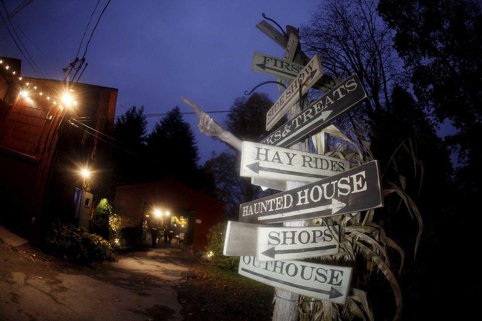 Headless Horseman Hayrides and Haunted Houses (778 Broadway