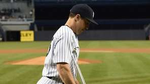 New York Yankees first baseman Mark Teixeira walks