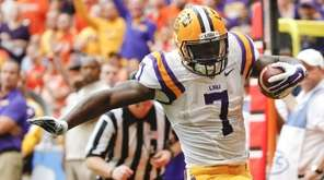 LSU running back Leonard Fournette gets past Syracuse