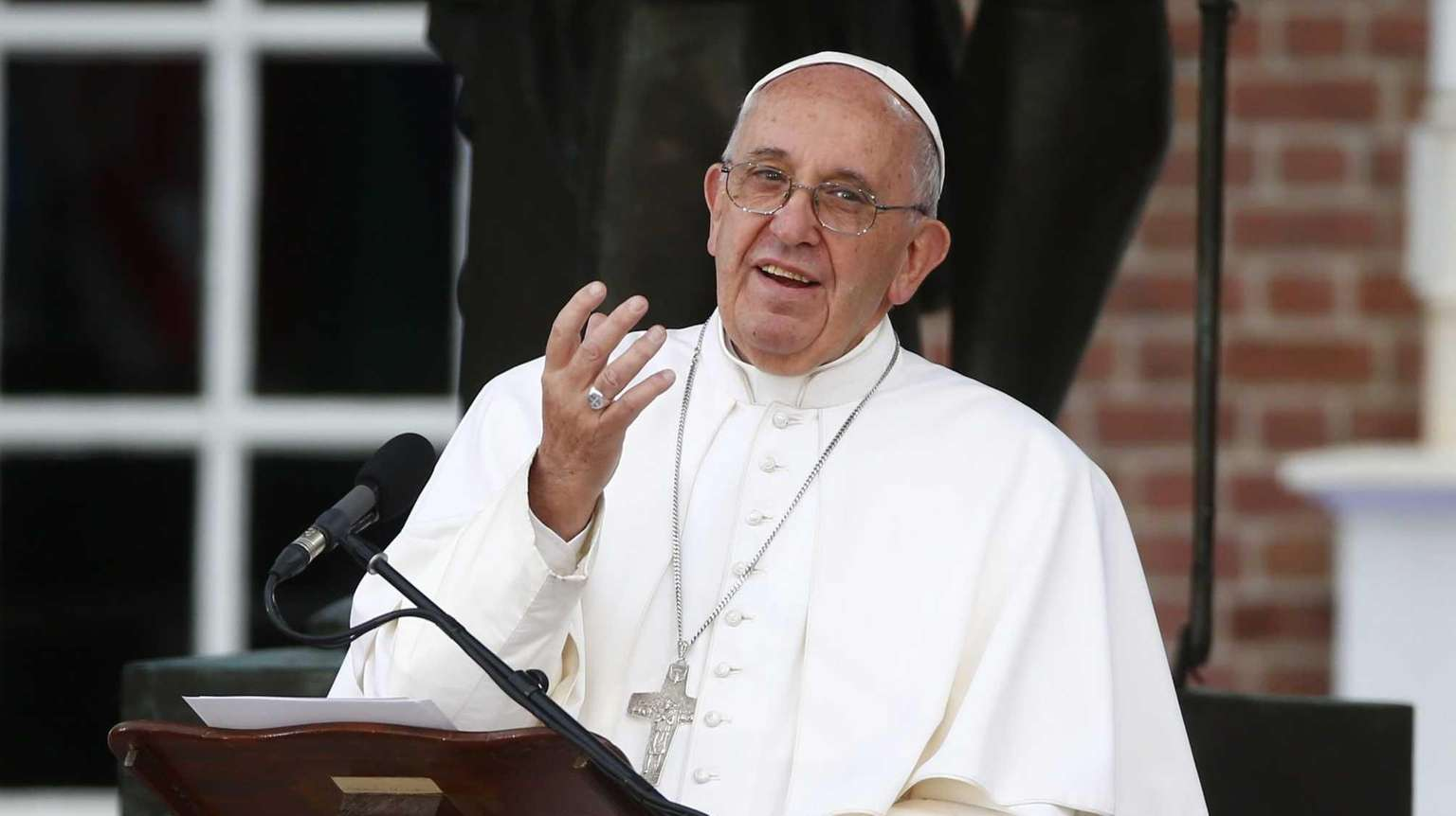 Pope gives clarion call for religious freedom