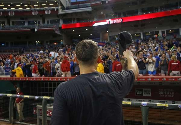 New York Mets' David Wright acknowledges the fans