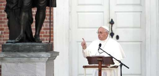 Pope Francis speaks in front of Independence Hall,