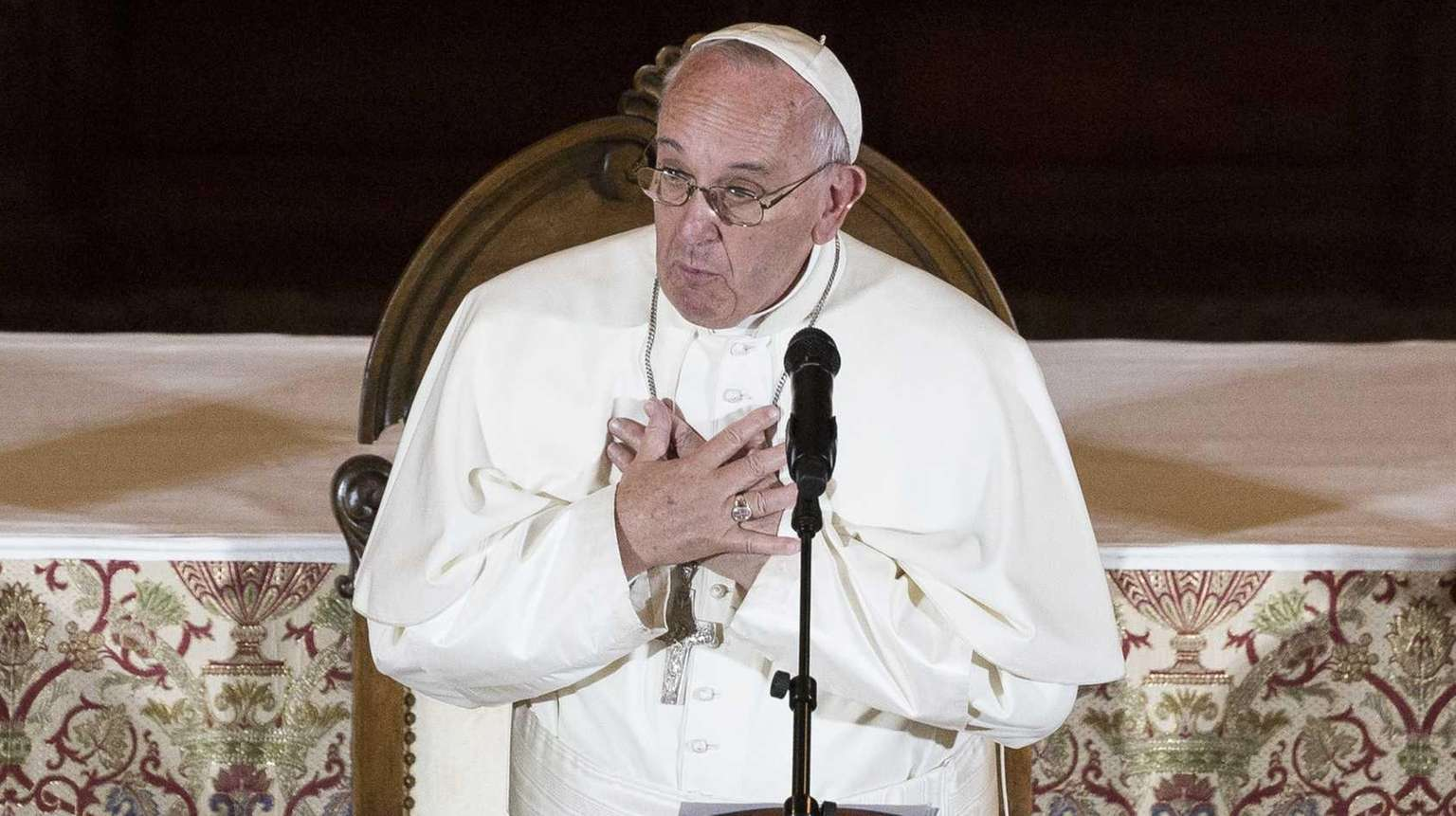 Pope Francis apologizes to sex abuse victims