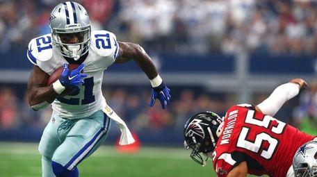 Joseph Randle #21 of the Dallas Cowboys gets