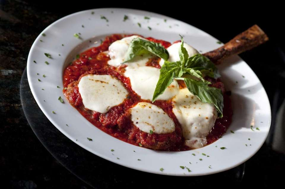 Pulcinella, Massapequa: Veal parm at this Italian spot