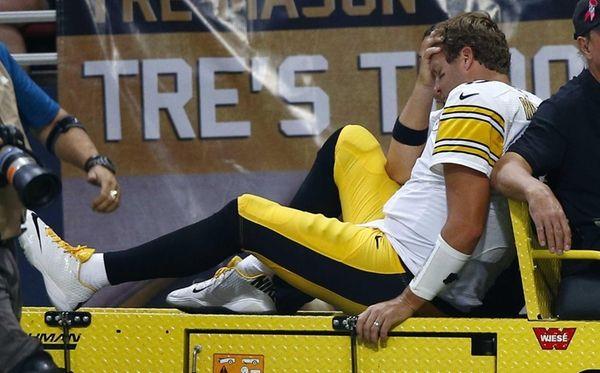 Pittsburgh Steelers quarterback Ben Roethlisberger is taken off