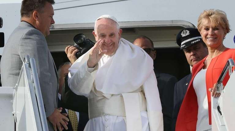 Pope Francis greets the faithful who came to