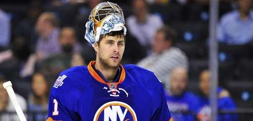 New York Islanders goalie Thomas Greiss (1) looks
