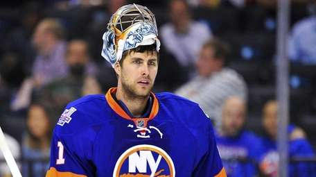 New York Islanders goalie Thomas Greiss (1) looks