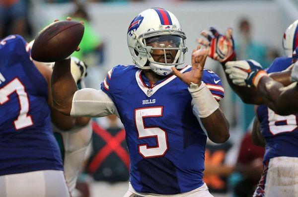 Tyrod Taylor #5 of the Buffalo Bills passes