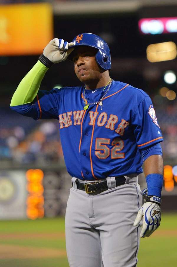 Yoenis Cespedes of the New York Mets walks