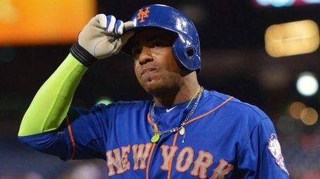Yoenis Cespedes of the New York Mets walks