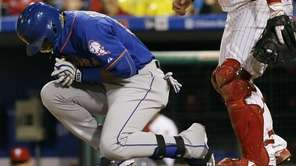 New York Mets' Yoenis Cespedes, left, reacts after