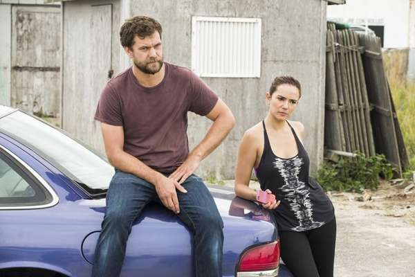 Joshua Jackson as Cole and Catalina Sandino Moreno