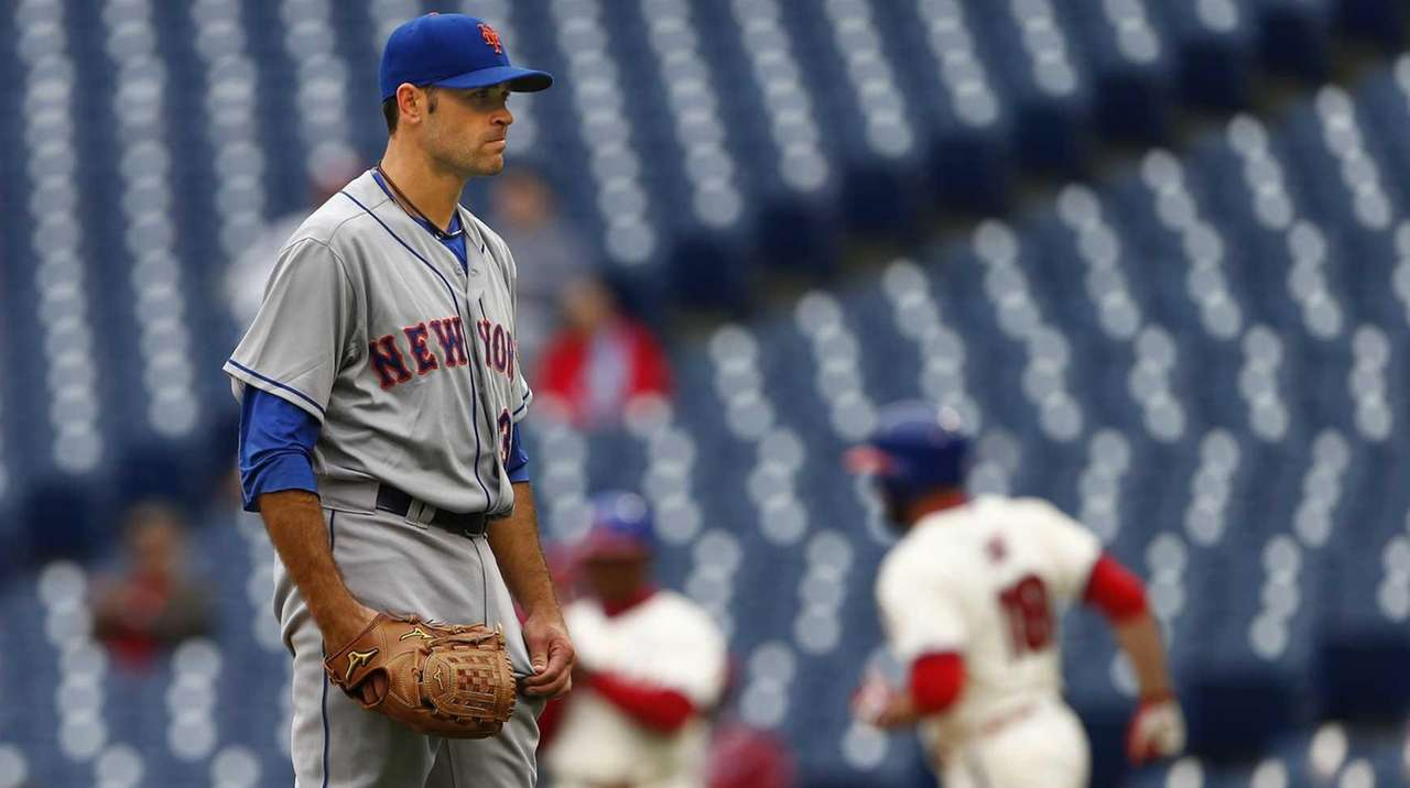New York Mets pitcher Sean Gilmartin #36 looks