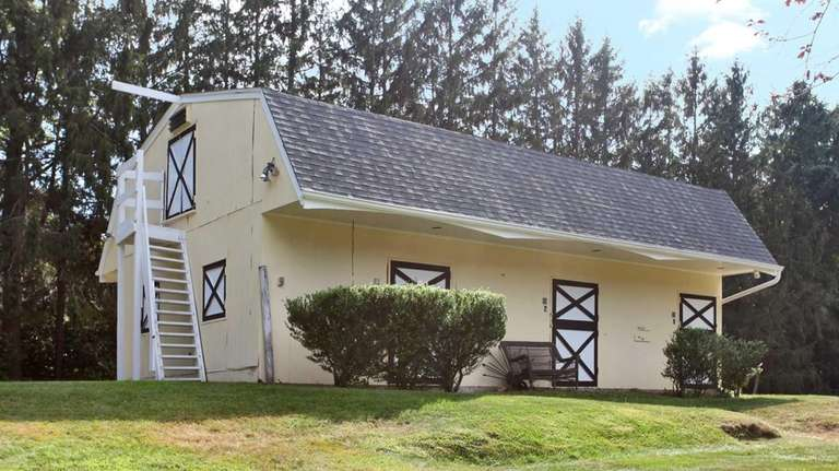 At this five-bedroom Muttontown ranch, they don't horse