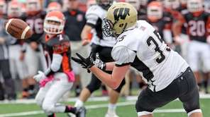 Wantagh's Corey Sachs makes the catch over the