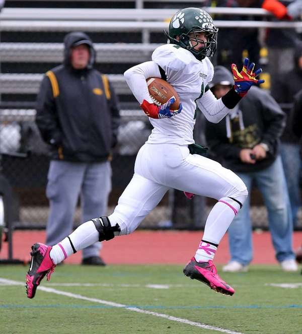 Lindenhurst LB Jeremy Ruckert scoops up a fumble