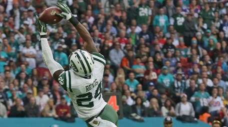 New York Jets' Darrelle Revis intercepts the ball