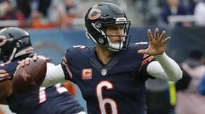 Chicago Bears quarterback Jay Cutler (6) throws a
