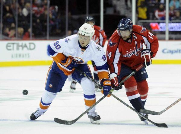 New York Islanders' Kirill Petrov (90) and Washington