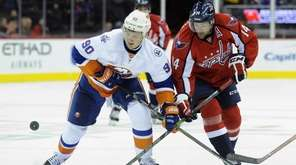 New York Islanders' Kirill Petrov (90) and Washington