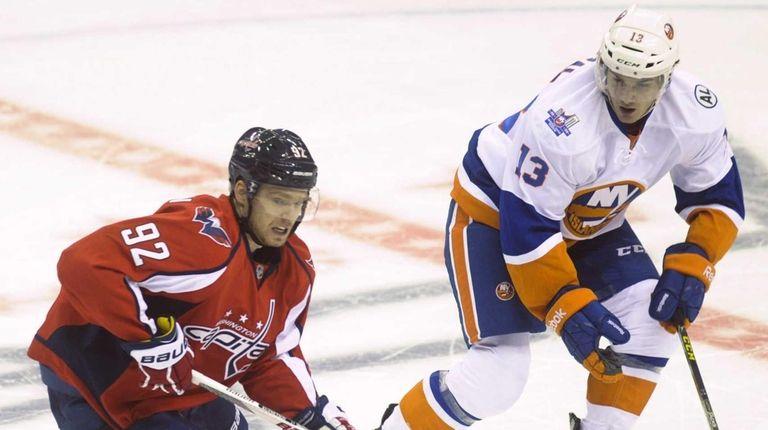 The New York Islanders' Mathew Barzal (13) and