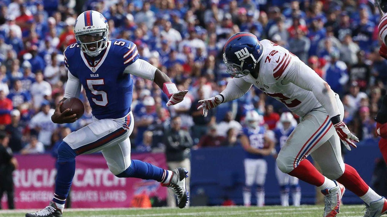 Tyrod Taylor #5 of the Buffalo Bills is