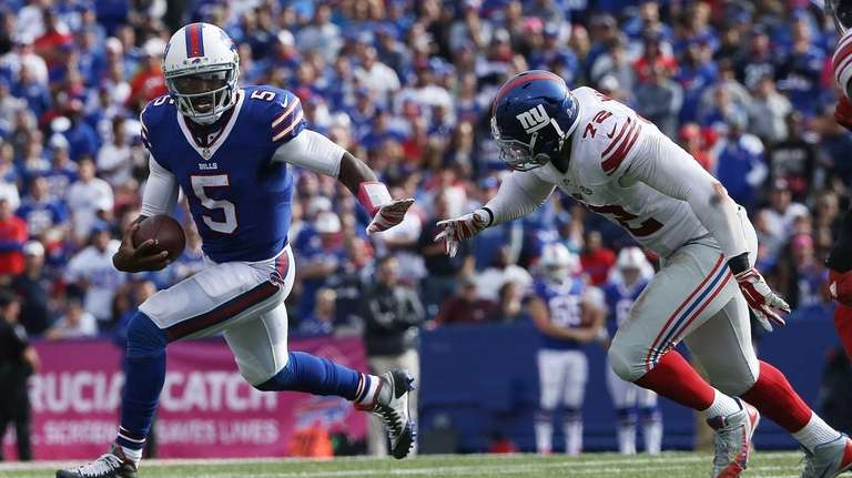 Tyrod Taylor #5 of the Buffalo Bills is