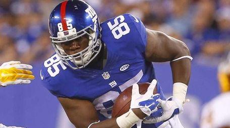 Daniel Fells of the New York Giants runs