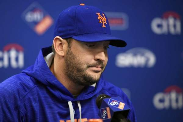 New York Mets starting pitcher Matt Harvey pauses