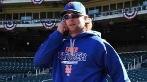 New York Mets leftfielder Kirk Nieuwenhuis steps onto