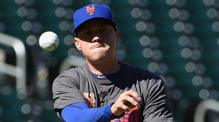 New York Mets shortstop Wilmer Flores practices during