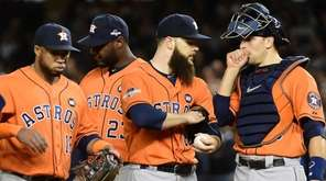 Houston Astros starting pitcher Dallas Keuchel (60) talks