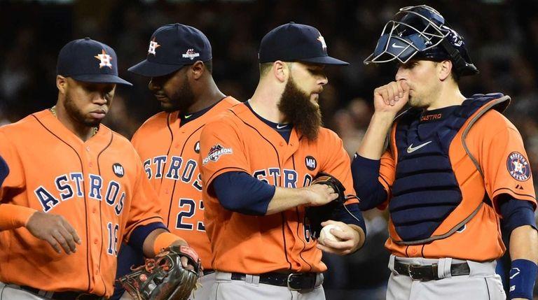 Houston Astros starting pitcher Dallas Keuchel (60) talks
