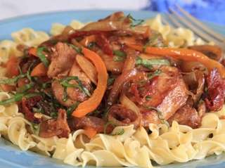 Boneless chicken breasts, sliced onion, bell pepper and