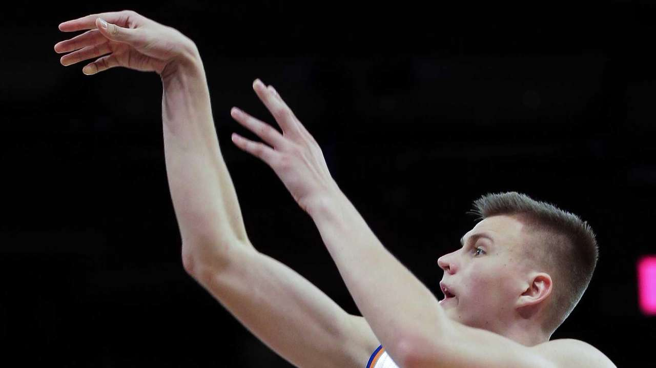 New York Knicks forward Kristaps Porzingis gets off