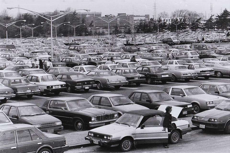 Overview of the jammed parking lot at the