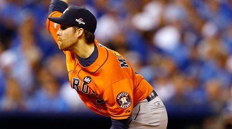 Collin McHugh #31 of the Houston Astros throws