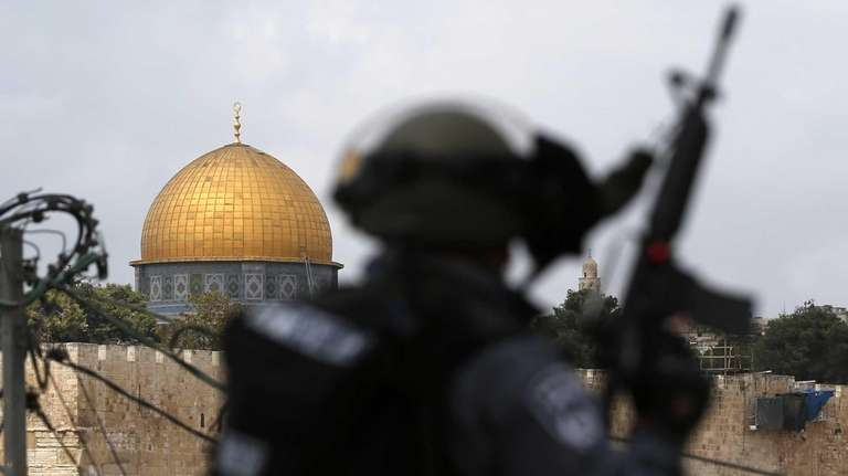 Israeli security forces stand guard as Palestinian Muslim