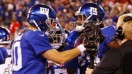 Eli Manning and Larry Donnell of the New