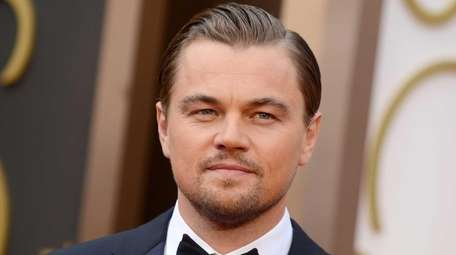 Leonardo DiCaprio arrives at the Oscars at the