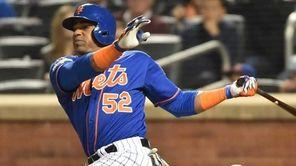 New York Mets centerfielder Yoenis Cespedes (52) hits