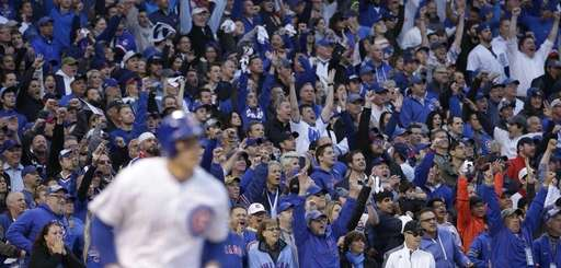 Fans cheer as Chicago Cubs' Anthony Rizzo (44)