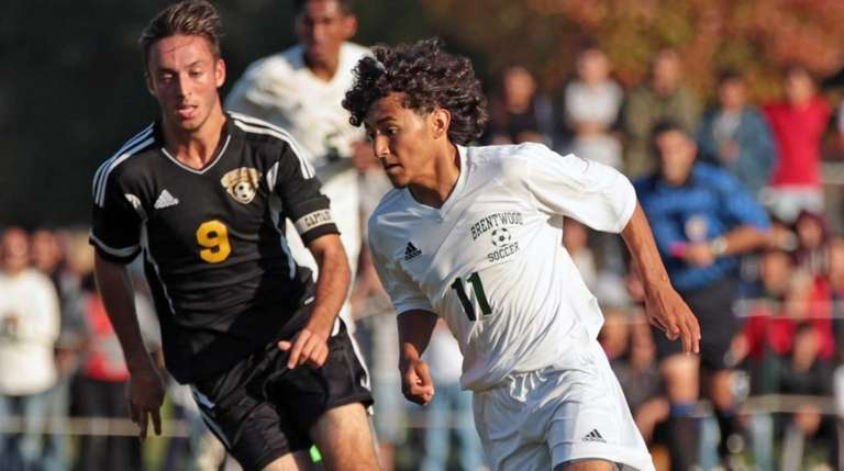 Brentwood's Jefferson Portillo controls the ball while pursued