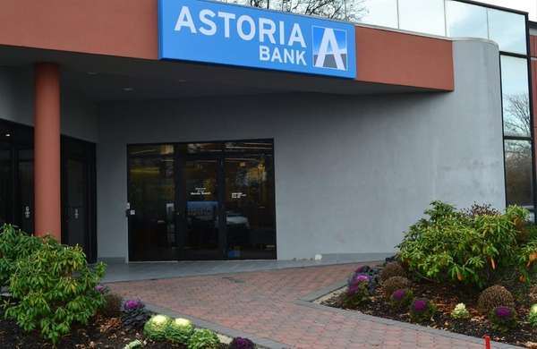 Astoria Bank announced plans Friday to open its