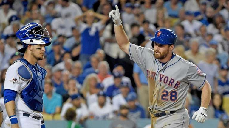 Mets' Daniel Murphy celebrates after knocking a home