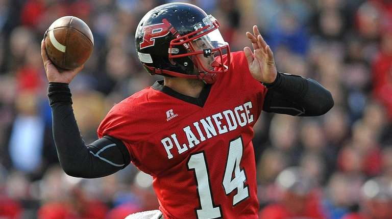 Plainedge's Davien Kuinlan throws a pass during the