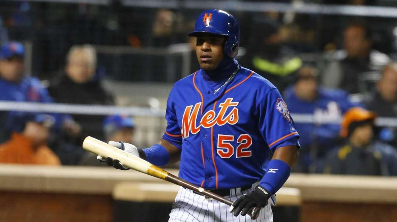 New York Mets centerfielder Yoenis Cespedes (52) returns
