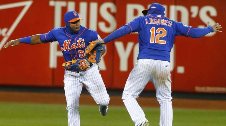 New York Mets centerfielder Yoenis Cespedes (52) and